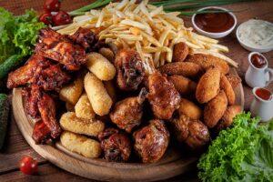 Фуд фото мясной набор с картошкой фри